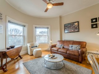 Historic condo with a shared roof terrace & city views - walk to everything! - Boston vacation rentals
