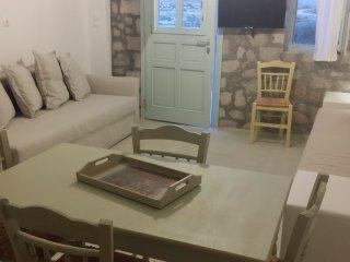 One-bedroom stunning sea view traditional house in Mandrakia - Triovassalos vacation rentals