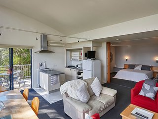 Tamar River Apartments - Vines Luxury 2 Bed - Rosevears vacation rentals