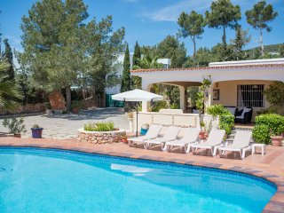 Pretty villa for 7/8 guests, 5 mins to Playa den Bossa - Sant Jordi vacation rentals