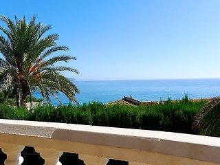 """Villa a short walk away (161 m) from the """"Cala del Mallorquí"""" in Calp with - La Llobella vacation rentals"""