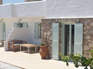 Stunning sea view traditional two-bedroom house in Mandrakia - Triovassalos vacation rentals