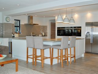 Gallops House Beautiful 5/6 bedroom family home, view over Cheltenham Racecourse - Southam vacation rentals