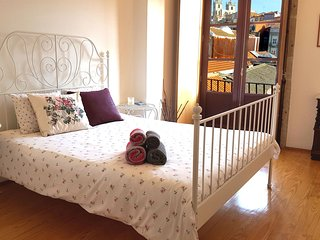Lovely & Romantic flat near Central Train Station - Walk everywhere - Porto vacation rentals