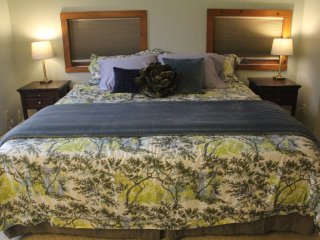 Private King Bed w/Bath in SHARED Charming House, good for business travelers - New Paltz vacation rentals