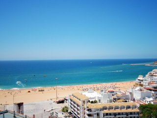 UP TO 25% OFF! Apt MONACO w/ AC, Wi-Fi, sea views, pool, short walk to old town - Albufeira vacation rentals