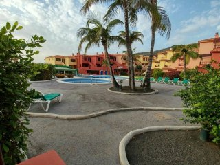 Bright Playa De Los Cancajos Condo rental with Shared Outdoor Pool - Playa De Los Cancajos vacation rentals