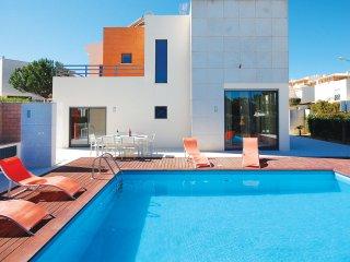 VIVA, Modern villa, close to the strip, AC, private heatable pool, bbq, garden - Albufeira vacation rentals
