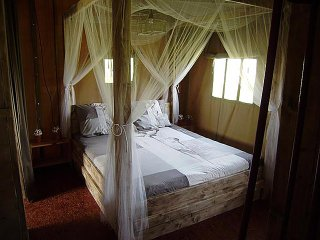 2 bedroom Tented camp with Internet Access in Saint-Julien-de-Lampon - Saint-Julien-de-Lampon vacation rentals