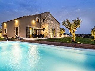 Comfortable 4 bedroom Villa in Donnafugata - Donnafugata vacation rentals