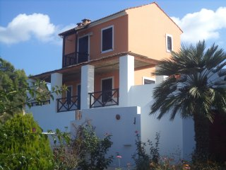 ILIS VILLAS, Ephyra (red maizonnete}, with big verandas, close to sandy beaches - Kastro vacation rentals
