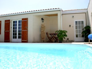 A1 Lovely Studio, Residence nr town with pool, wifi - La Rochelle vacation rentals