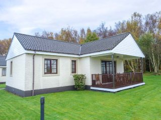 LITTLE BIRCH COTTAGE, detached, leisure complex, WiFi, lawned garden, in Dailly, Ref 948909 - Dailly vacation rentals
