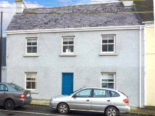 OLD LEONARD HOUSE, charming townhouse, woodburning stove, comfortable accommodation, in Foxford, Ref 949500 - Foxford vacation rentals