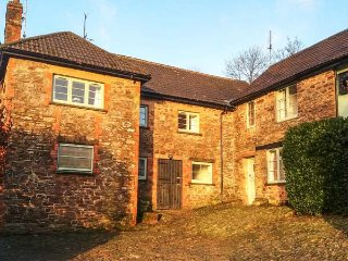STABLE COTTAGE, converted stable, pet-friendly, lots of animals, Exford, Ref 949612 - Exford vacation rentals