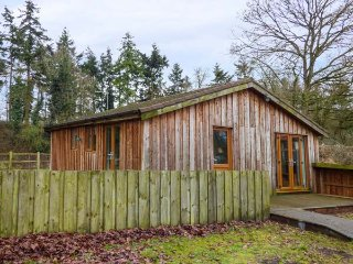MEADOW VIEW, detached, two bedrooms, side garden, fishing on-site, in East Harling, Ref 950870 - East Harling vacation rentals