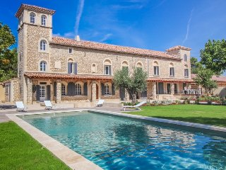 Luxury Landhouse 14p. Noves Bouches-du-Rhône, private pool - Noves vacation rentals
