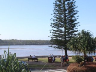 Surfside One Unit 1 Currimundi QLD - Currimundi vacation rentals