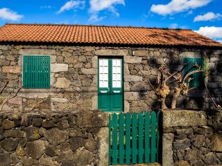 Comfortable 2 bedroom House in Madalena - Madalena vacation rentals