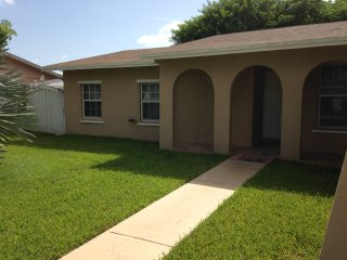 Nice 4 bedroom House in Coconut Grove - Coconut Grove vacation rentals