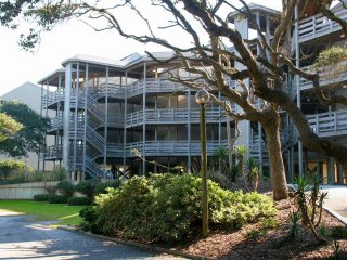 2 bedroom Apartment with Shared Outdoor Pool in Pine Knoll Shores - Pine Knoll Shores vacation rentals
