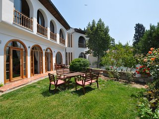 St Johns House, superb villa, sleeps 9, private pool, sauna and Turkish bath - Selcuk vacation rentals
