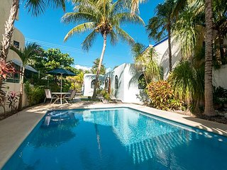 Cozy studio with all the extras. Fully equipped kitchen, TV, free wifi, pool. - Puerto Morelos vacation rentals