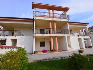 3 bedroom Condo with Internet Access in Marina di Ginosa - Marina di Ginosa vacation rentals