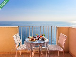 Living Amalfi Ocean Breeze up to 4 people, stunning sea view, free wifi - Vettica di Amalfi vacation rentals