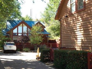 Upscale/Comfy 2 Bedroom Arts District Chalet - 2 Blocks from Courthouse Square!! - Prescott vacation rentals