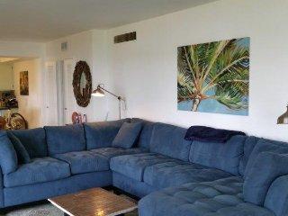 Huge, Bright 3 Bedroom on Biscayne Bay! - North Bay Village vacation rentals