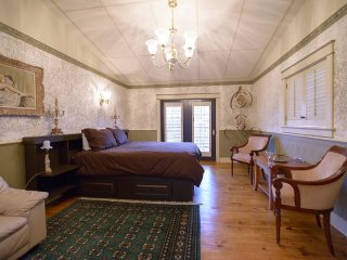 Baroque House: Ecclectic Home in Niagara On The Lake - Niagara-on-the-Lake vacation rentals