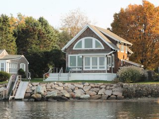 Wake up to a stunning view of Narragansett Bay, bridge, & lighthouse - Portsmouth vacation rentals