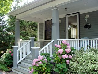 down town-new kitchen&baths-covered front veranda! - Niagara-on-the-Lake vacation rentals