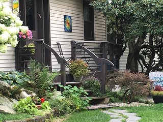 artistic, quiet, beautiful 2-room seuit . - Burlington vacation rentals