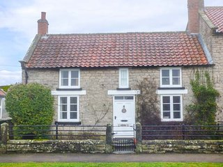 DARLEY COTTAGE stone-built, WiFi, good walking area in Appleton le Moors, Ref 944481 - Appleton le Moors vacation rentals
