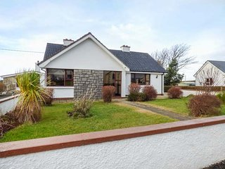 ANNAGRY COTTAGE, woodburning stove, front and rear lawned garden, sea views - Annagry vacation rentals