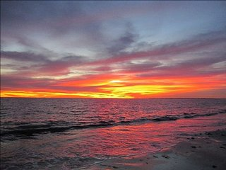 Beachfront Condo- Great Location with Oceanfront Pool and Beautiful Sunsets - Fort Myers vacation rentals