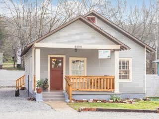 Blue Bungalow at the foot of Lookout Mountain. - Chattanooga vacation rentals