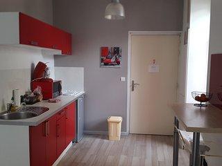 Studio + Balcon Centre Médieval Idéal Vacances - Viviers vacation rentals