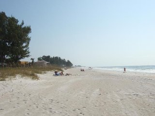 Gulf View Townhouse (Unit 2) remodeled, granite counters, new tile and carpet - Holmes Beach vacation rentals