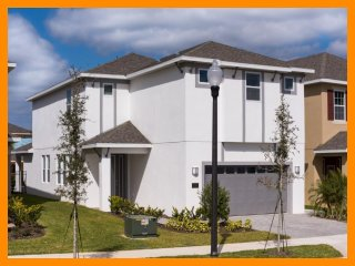 Nice House with Internet Access and A/C - Reunion vacation rentals