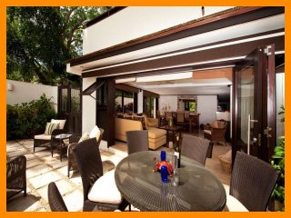 Luxury 2 Bed Beachfront Villa - Golf Nearby - Paynes Bay vacation rentals