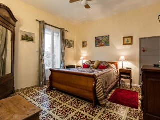 "Apt Barral, 5 mins walk into town.  Fully equipped, spacious, ""home from home."" - Marseillan vacation rentals"