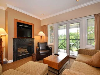 Spacious Sidney 1 Bedroom Garden View Condo Close to Beaches and Ocean - Sidney vacation rentals
