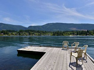 Lake Cowichan 4 Bedroom Home with Private Dock and Hot tub - Lake Cowichan vacation rentals