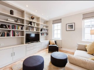 NEW! LUXURY! HUGE! 2bed/2bath COVENT GARDEN 1min to tube 10min Buckingham Palace - London vacation rentals