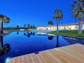 Spacious House with Private Outdoor Pool and Hot Tub - Thermal vacation rentals