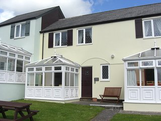 Grooms Cottage, Near Tenby with indoor swimming pool - Saint Florence vacation rentals