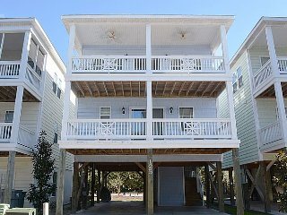 Howdy-Do - Stunning Pet Friendly home with Community Pool Access. - Surf City vacation rentals